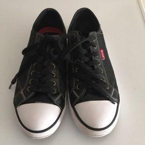Size 8.5 men's Levi Shoes